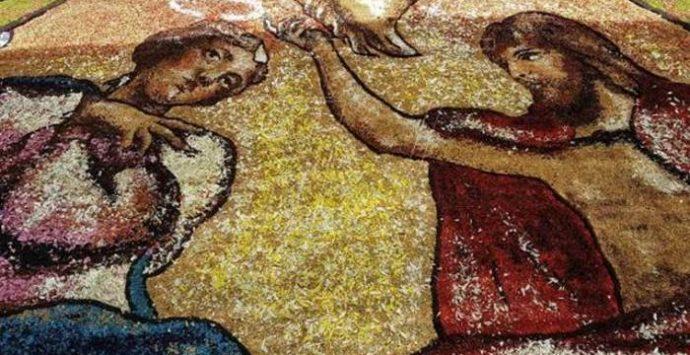 Arte, petali e fede: a Potenzoni si rinnova il rito dell'Infiorata (VIDEO)