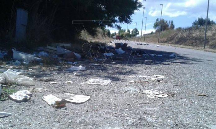 Rifiuti abbandonati nell'area industriale di località Aeroporto a Vibo