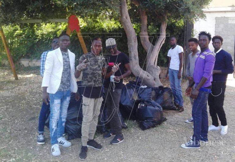 Integrazione, a Tropea migranti impegnati nella Giornata ecologica