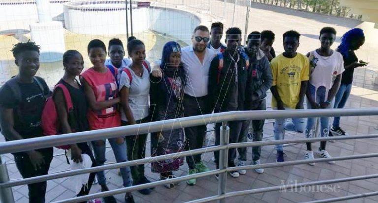 Scuola e integrazione, a Vibo Marina 14 migranti ottengono la licenza media
