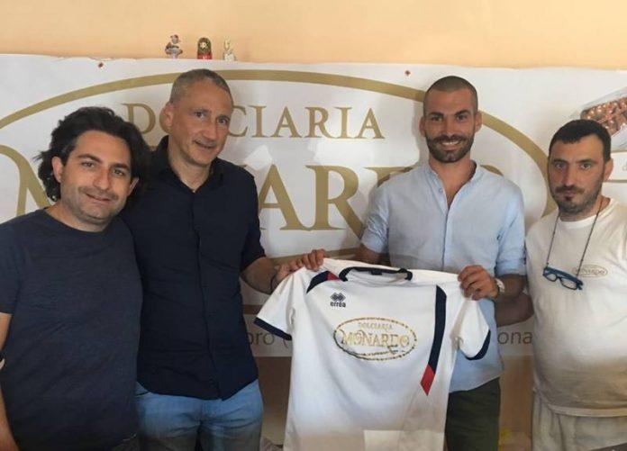 La firma dell'accordo tra Pepe e il Soriano