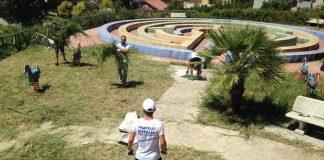 La pulizia del parco giochi