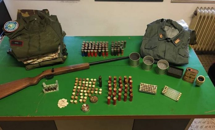 Le armi e le munizioni rinvenute a Nicotera