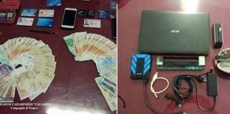 Il dispositivo e il denaro sequestrati