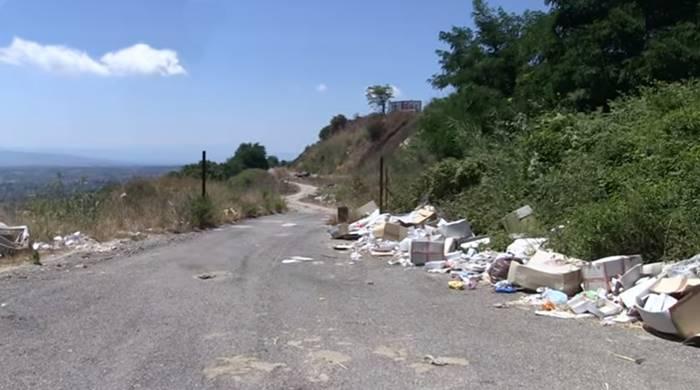 Degrado a Vibo: rifiuti abbandonati e sterpaglie alle porte della città (VIDEO)