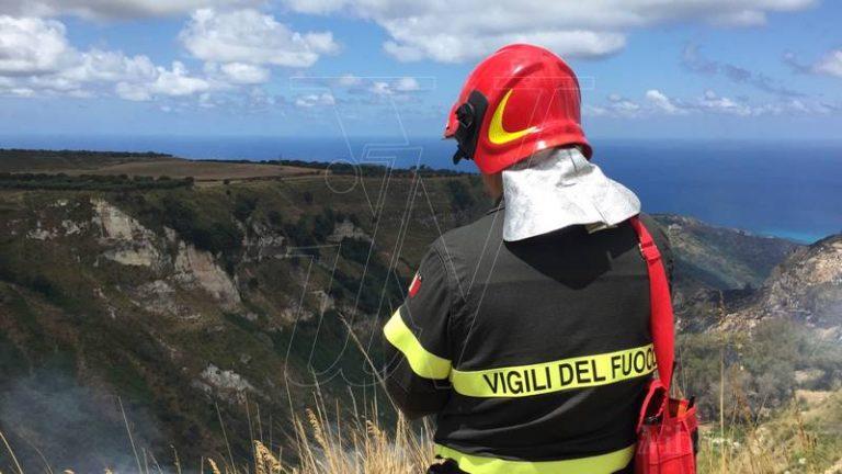 Emergenza incendi nel Vibonese, 800 interventi dei Vigili del fuoco in 15 giorni