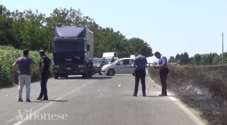 Incidente stradale nel Vibonese, l'impatto tra due auto provocato da un incendio (VIDEO)