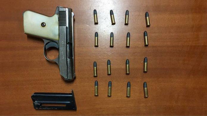 L'arma e i proiettili sequestrati a Nicotera