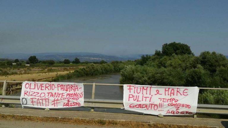 """Stato del mare e del fiume Mesima a Nicotera, il """"Comitato 7 agosto"""" alza la voce (VIDEO)"""