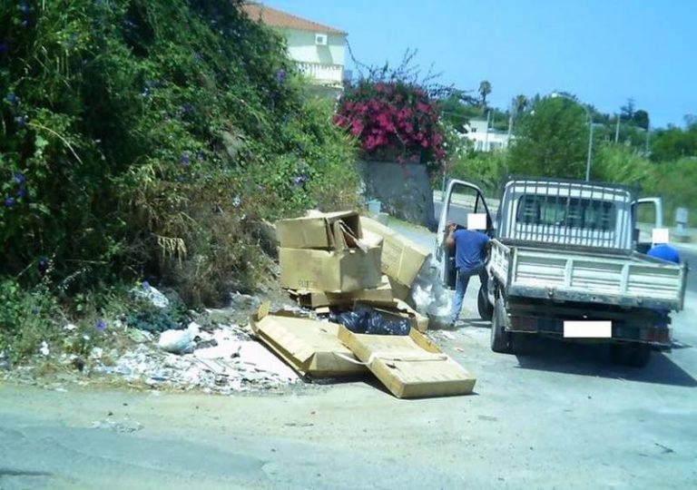 Rifiuti abbandonati per strada a Ricadi, l'Amministrazione pubblica le foto degli incivili