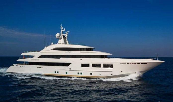 Il super-yacht Saramour in navigazione