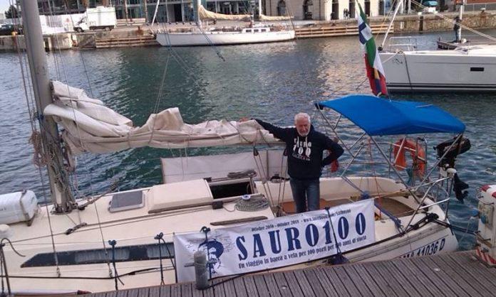 Romano Sauro sulla sua imbarcazione