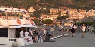 Turisti sbarcano a Vibo Marina