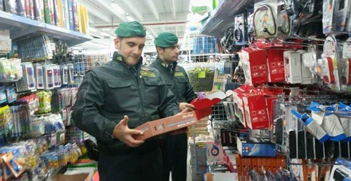 Oltre 13mila prodotti contraffatti, scatta il sequestro a Vibo