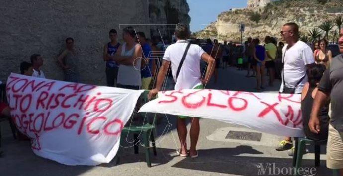 Tropea: il Comune chiude un locale e scoppia la protesta (VIDEO)
