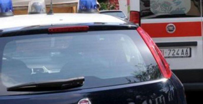 Incidente stradale nel Vibonese, 32enne si schianta con l'auto contro un muro