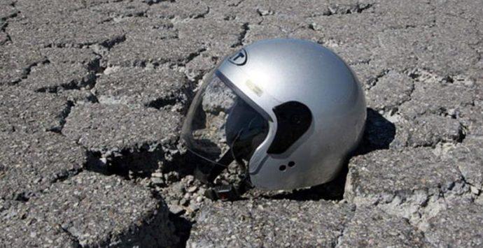 Incidente a Pizzo, motociclista rimane ferito dopo essere finito in una buca