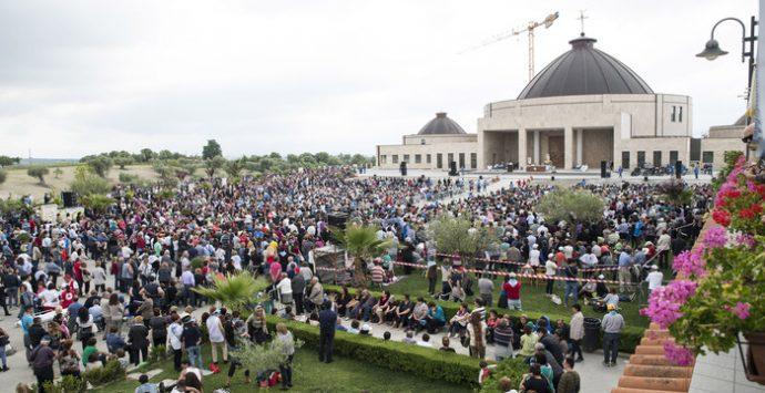 """Fondazione Natuzza, fine della """"guerra"""" con il vescovo: l'assemblea approva il nuovo statuto"""