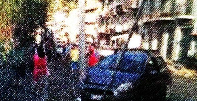 Incidente ad Acquaro: si schianta con l'auto contro il palo dell'illuminazione