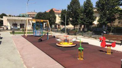 Parco giochi di piazza Annarumma: Rotaract dona due giostre per i bimbi