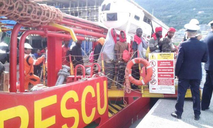Uno sbarco di migranti a Vibo Marina