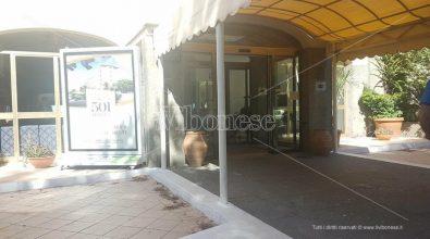 """""""Sigilli"""" al 501 Hotel: sui siti di booking camere ancora """"prenotabili"""" a 800 euro"""