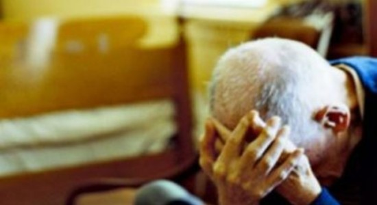 Si traveste da medico Inps e ruba a due anziani nel Vibonese