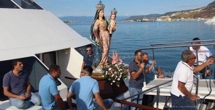 Tradizioni, processione a mare con la Madonna del lume di Favelloni