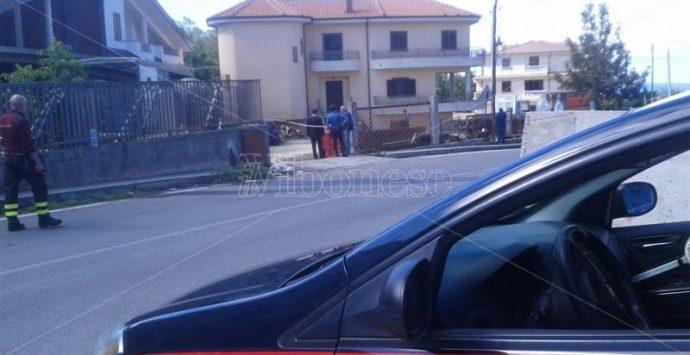 Bomba sotto un'auto a Sorianello, un ferito grave (NOME)