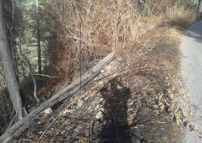 Il guardrail rotto lungo la strada per San Giovanni di Mileto