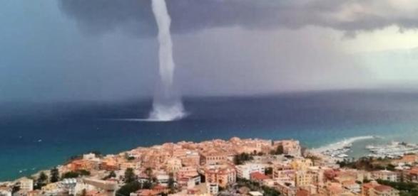 Tromba marina ed acquazzone a Tropea (VIDEO)