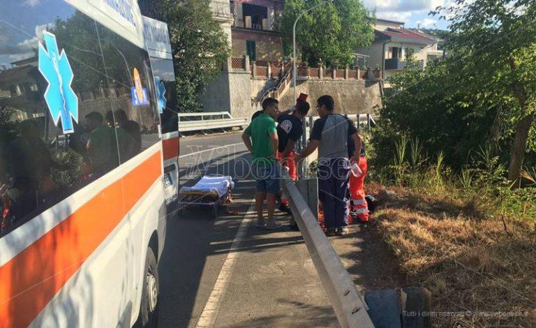 Incidente stradale a Vibo Marina, sedicenne scivola in moto ed esce di strada (FOTO)
