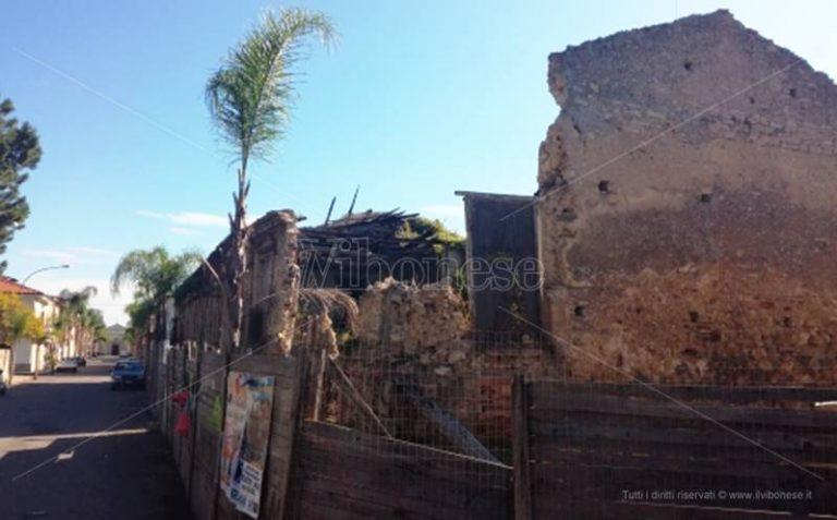 Mileto, crolla un'altra parte dell'ex Seminario vescovile