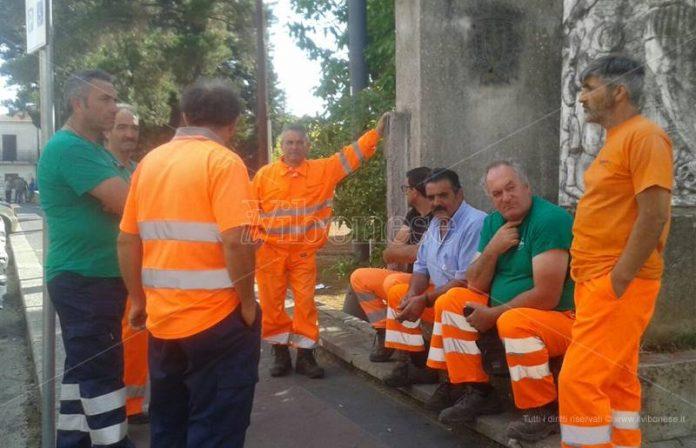 Gli operai in protesta a Mileto
