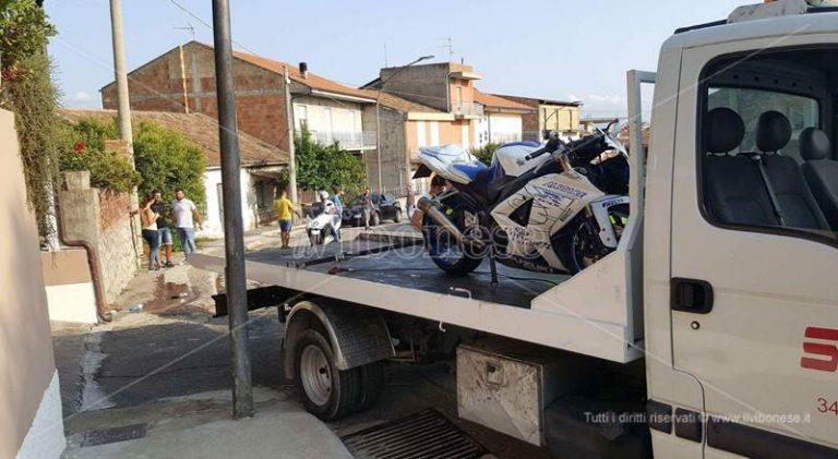 Paravati, si schianta con la moto contro un muro: grave giovane