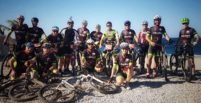 """In mountain bike a Pentedattilo, l'escursione di Bicinsieme sulla """"mano di pietra"""""""
