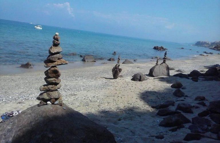 """Scatta l'""""Operazione Timpa Janca"""", sinergia tra aziende per rimuovere i rifiuti dalla spiaggia"""