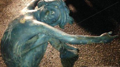 Scultura in bronzo affiora dal Lago Angitola, recuperata dai vigili del fuoco (FOTO)