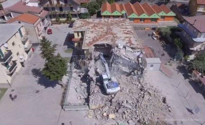 La vecchia scuola di Vazzano demolita