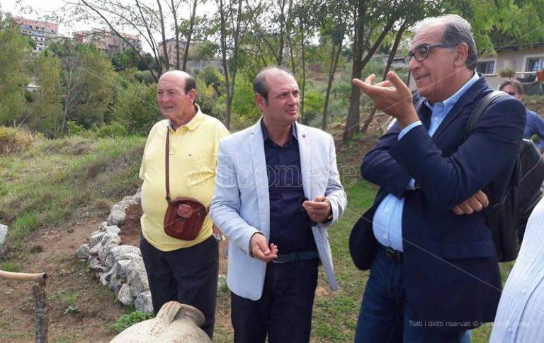 """Vibo, Antonio Viscomi in visita alla fattoria sociale """"Junceum"""" (VIDEO)"""