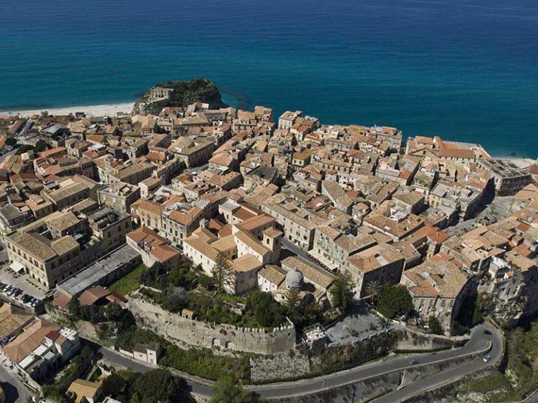 """Giornata nazionale del camminare, suggestivo """"urban trekking"""" a Tropea"""