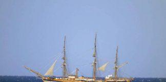 La Vespucci al largo di Tropea (Foto Piserà)