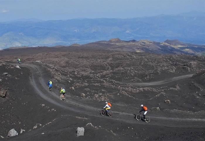 IL RACCONTO DI VIAGGIO | L'Etna in mountain bike sulle tracce del dio Efesto