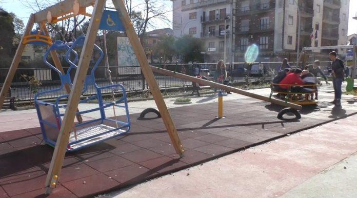 L'altalena per disabili di piazza Annarumma