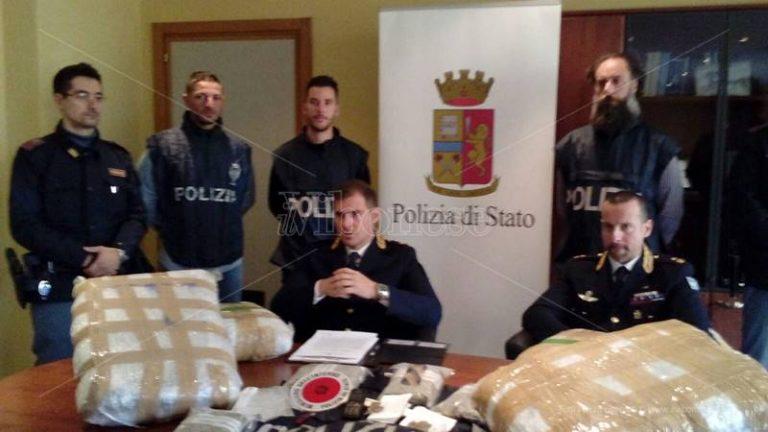 In casa con 21 chili di marijuana: arrestati padre e figlio a Rombiolo (NOMI/VIDEO)