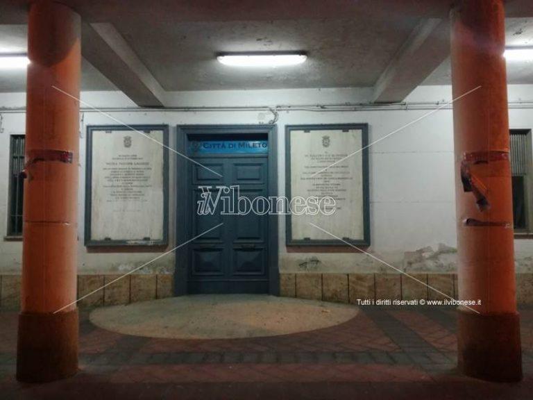 Mileto: manifesti di Prestia Lamberti strappati, indagini in corso