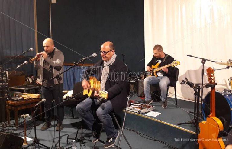 """""""Calanchi"""", il nuovo album di Mimmo Cavallaro presentato in anteprima nazionale a Vibo (VIDEO)"""