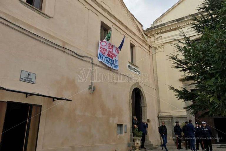 """""""Impegni disattesi"""", a Nicotera i cittadini occupano nuovamente il Municipio"""