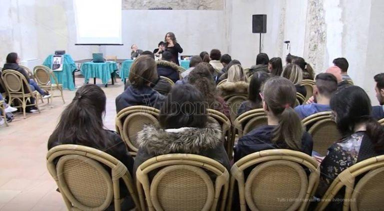 """""""Oltre il velo"""", a Tropea il focus sulla pedagogia della diversità (VIDEO)"""