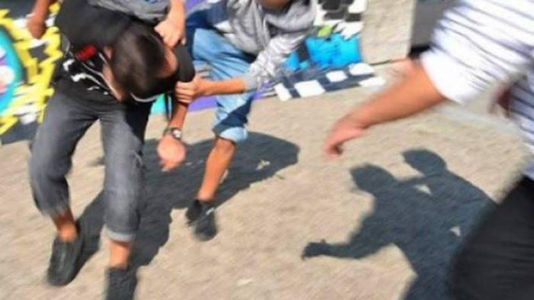 Interviene in una rissa tra minori nel Vibonese e ne colpisce uno con una testata